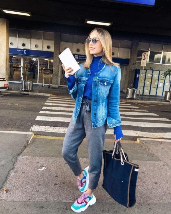 Jaqueta jeans e Chunky sneaker colorido