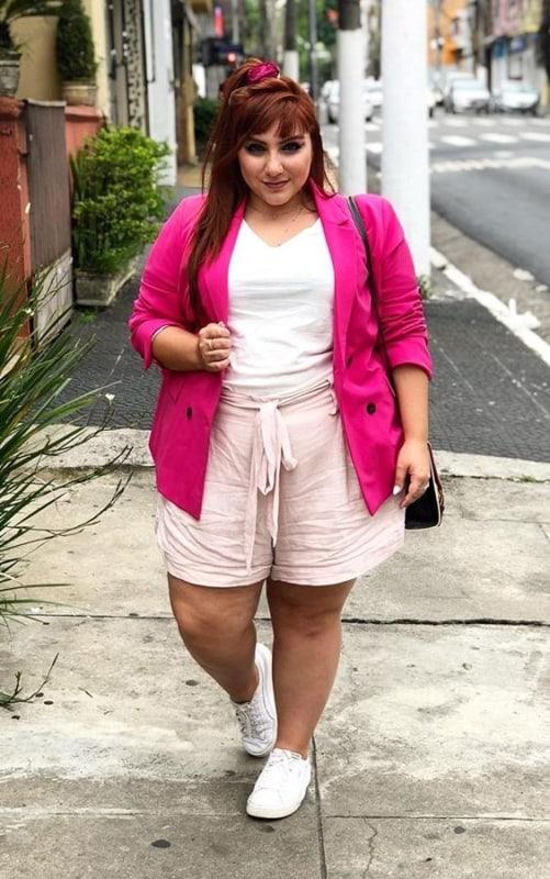 Ju Romano com blazer pink e short clochard
