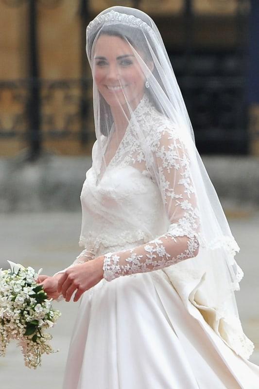 Kate Middleton com véu de grinalda