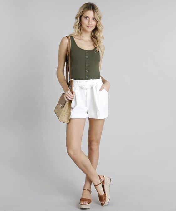 Look casual com short branco clochard
