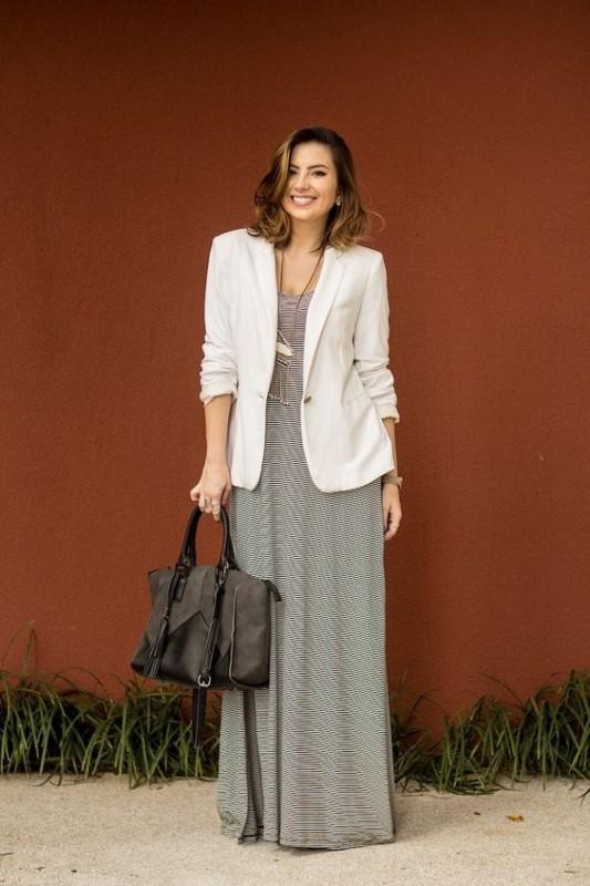 Look de trabalho com vestido longo casual
