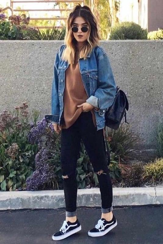 Look despojado com jeans e vans