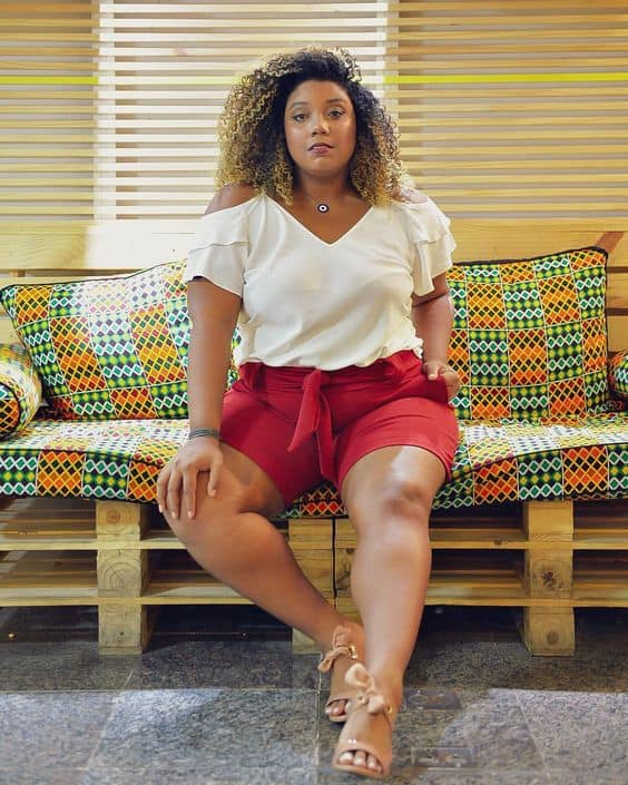 Look plus size com short clochard de linho