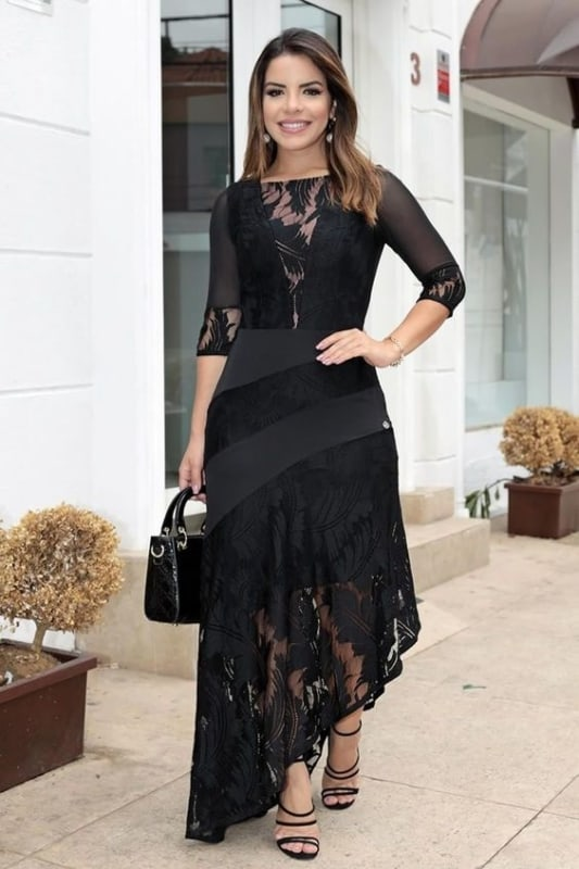 Modelo de vestido diferente preto rendado