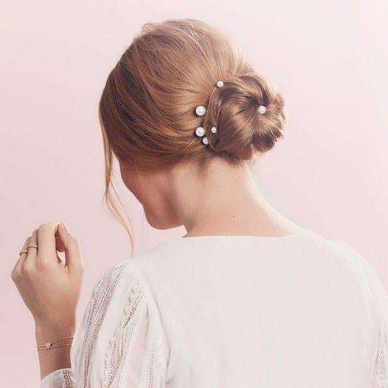 Penteado simples com pérolas