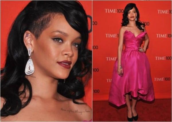 Rihanna de make com vestido rosa