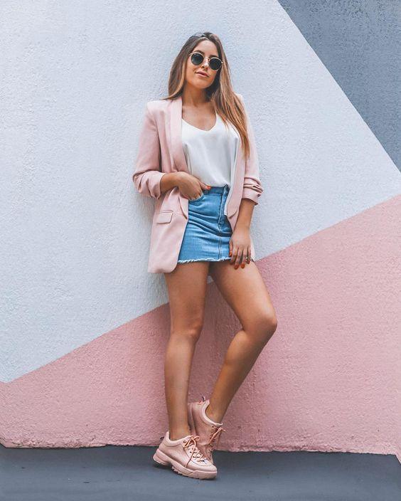 Saia jeans blazer rosa e tênis rosa