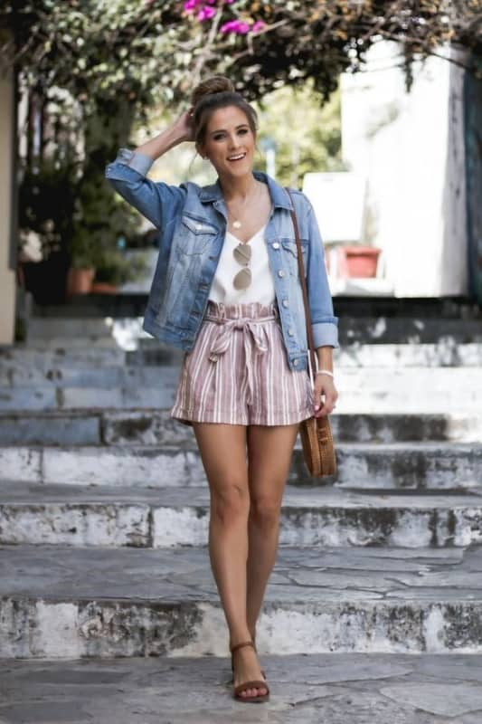 Short clochard e jaqueta jeans