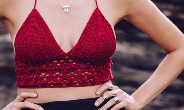 Top vermelho de crochê