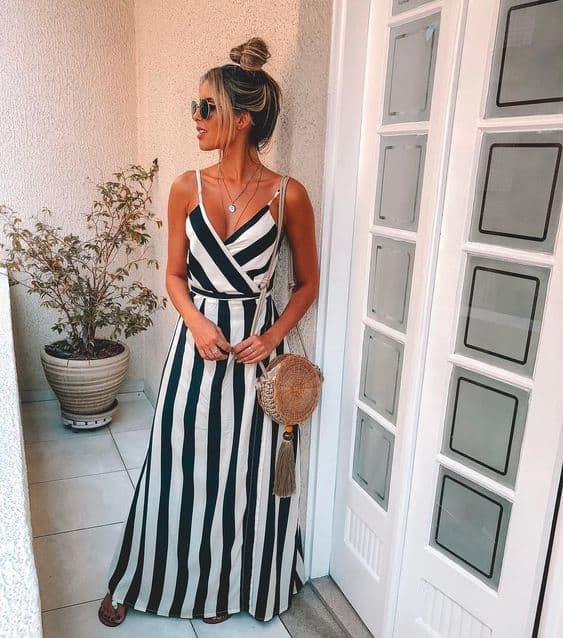 Vestido de listras pretas e brancas