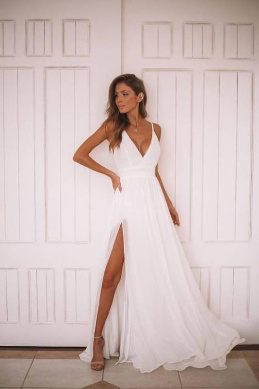 Vestido leve e longo branco de alcinha