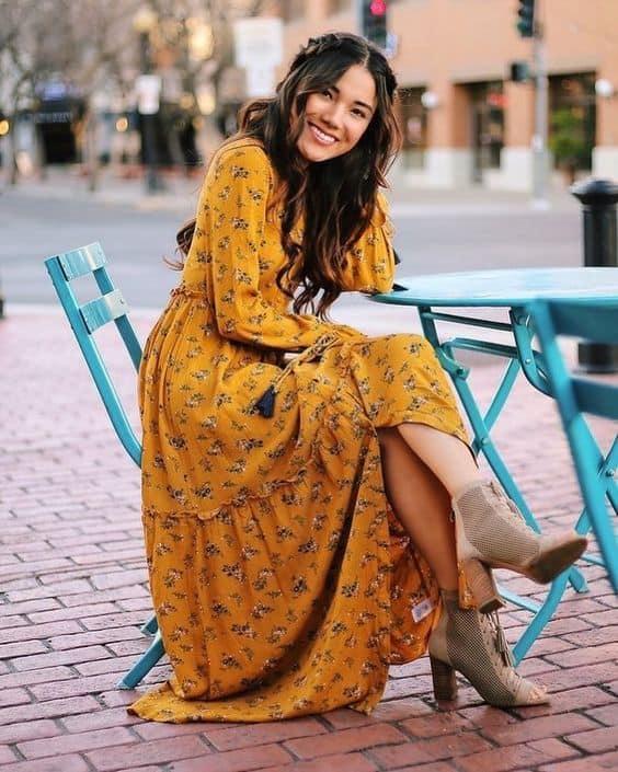 Vestido longo floral amarelo com bota