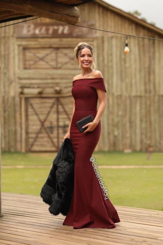 Vestido vinho de festa ombro a ombro