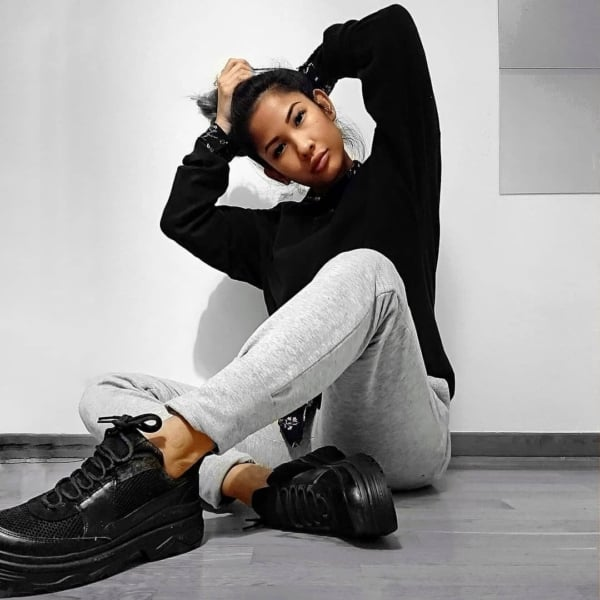 Visual casual com Chunky sneaker preto