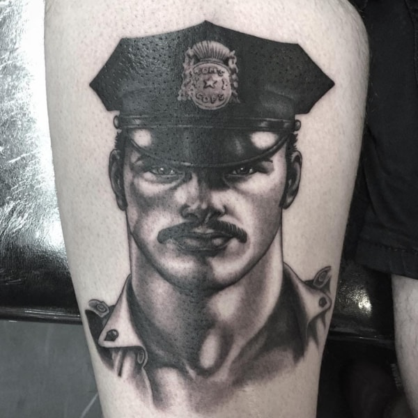 tattoo na coxa sombreada