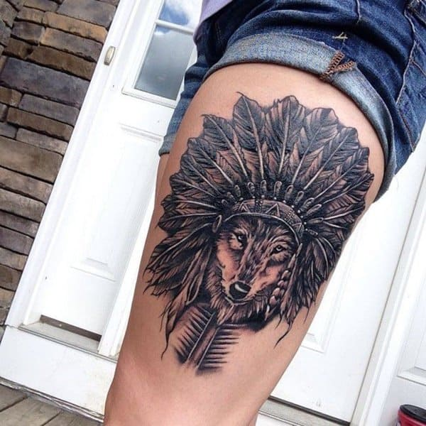 tatuagem de lobo na coxa
