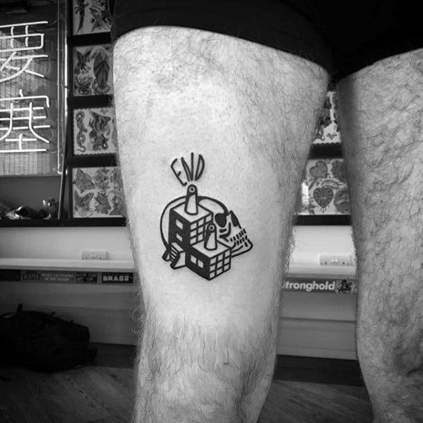 tatuagem na coxa masculina caveira conceitual