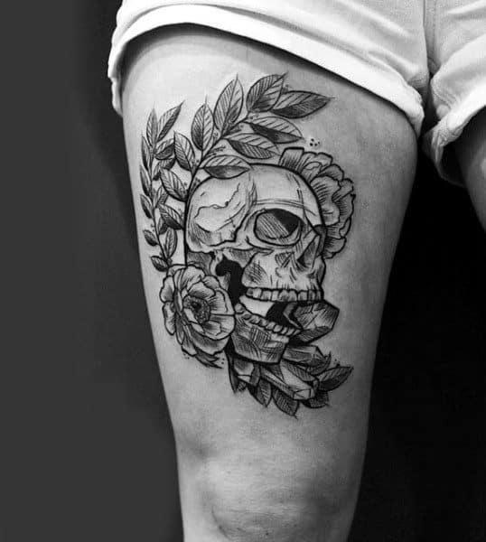 tatuagem na coxa masculina caveira