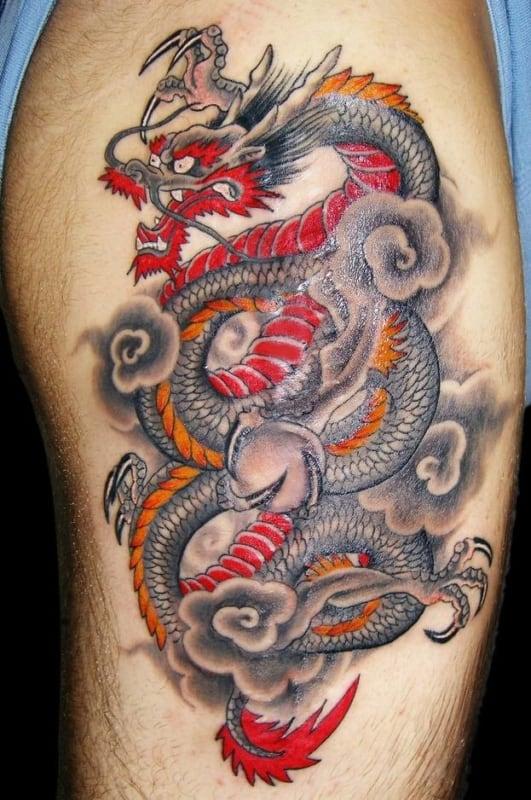 tatuagem na coxa masculina dragão grande