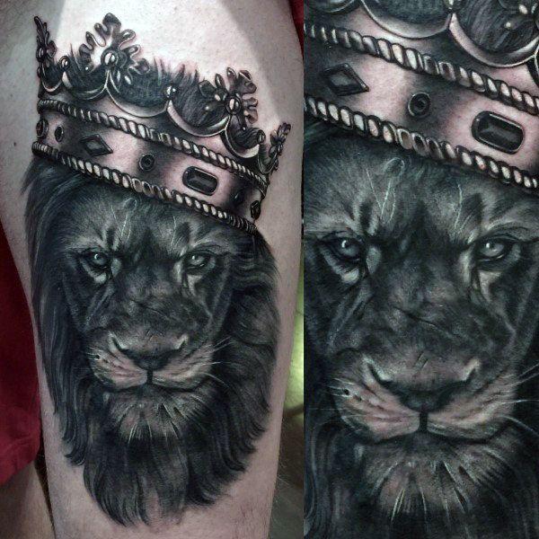 tatuagem na coxa masculina leão preto