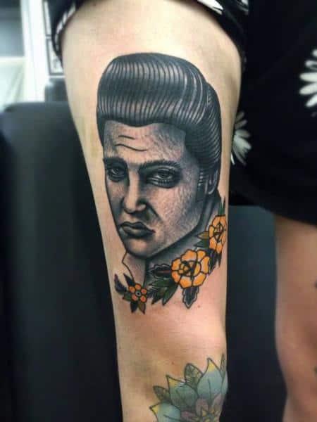 tatuagem na coxa masculina old school elvis
