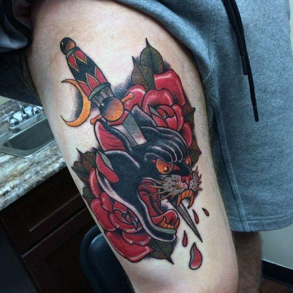 tatuagem na coxa masculina old school grande de gato