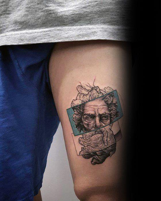 tatuagem na coxa masculina pequena realista