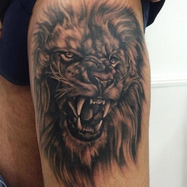 tatuagem na coxa masculina rosto de leão