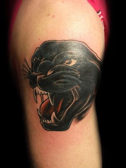 tatuagem pantera negra no braço rosto