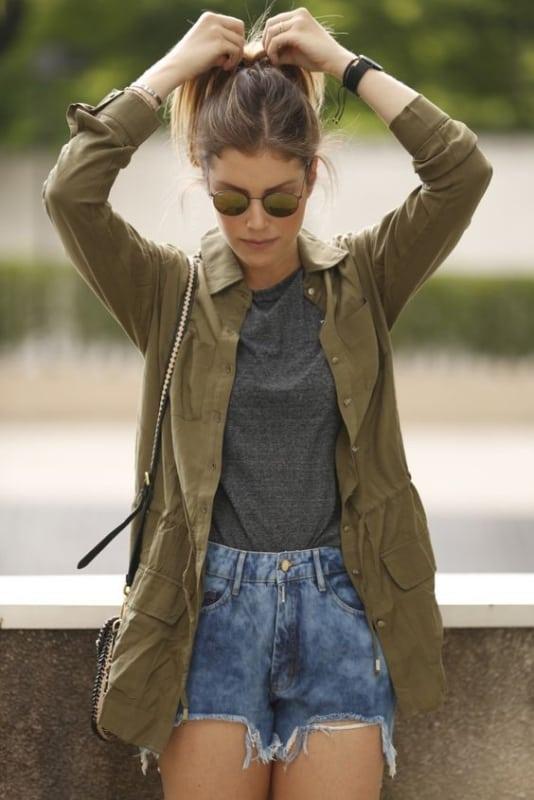 look com short jeans e parka feminina