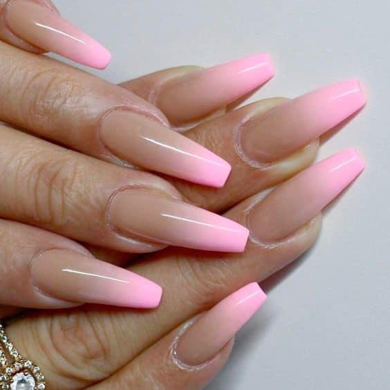 unha degradê cor de rosa