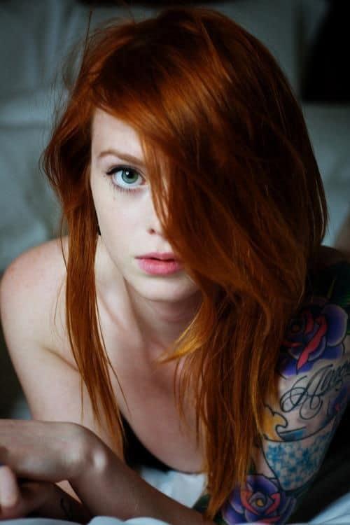 cabelo e sobrancelhas ruivas