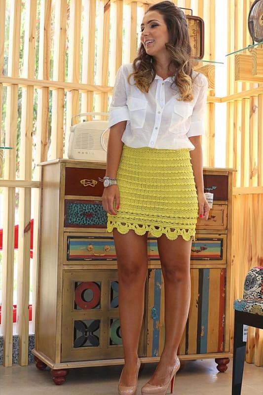 look com saia de crochê amarela