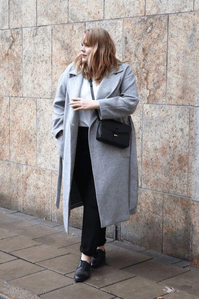 look de inverno com casaco plus size