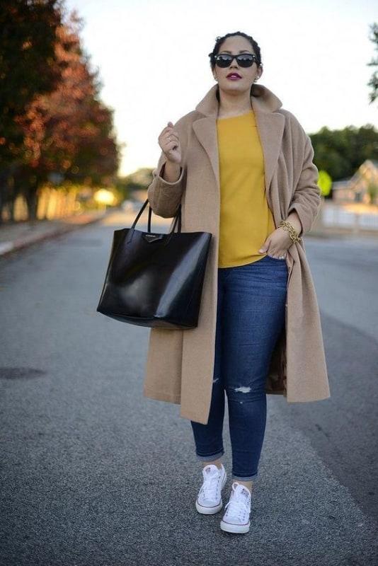 look feminino com calça jeans e casaco de inverno