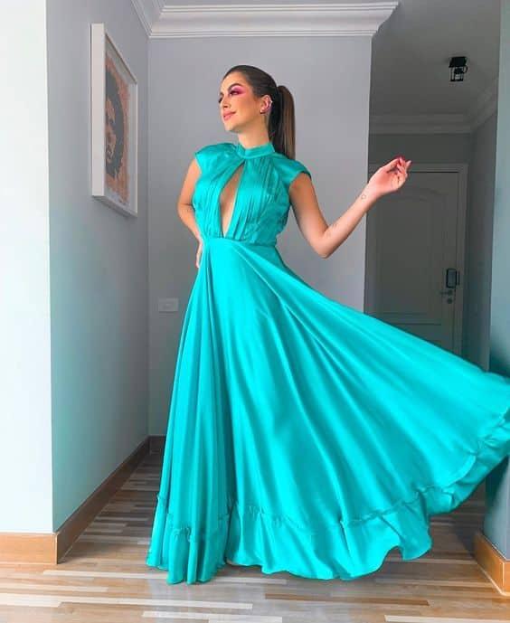 vestido longo azul turquesa com decote