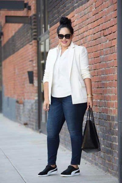 look plus size com calça jeans e blazer