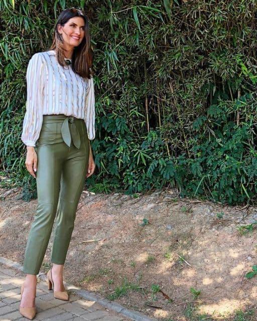 look com calça de couro verde militar