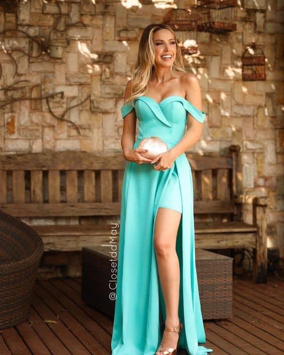 vestido de madrinha azul tiffany com decote ombro a ombro