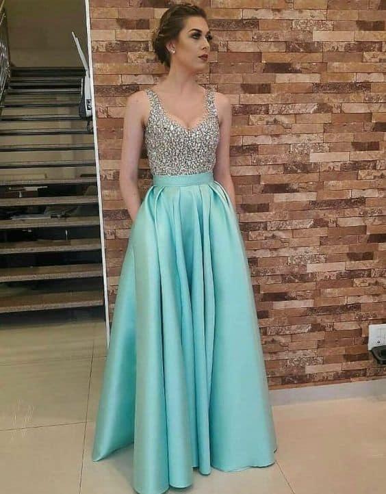 vestido azul tiffany com saia rodada e bordados