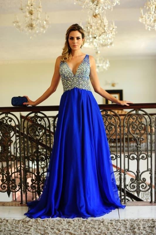 vestido longo azul royal com bordado