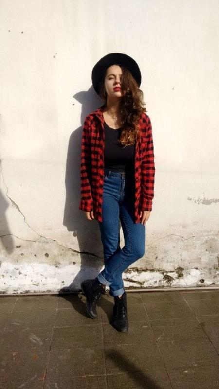 estilo indie com camisa xadrez