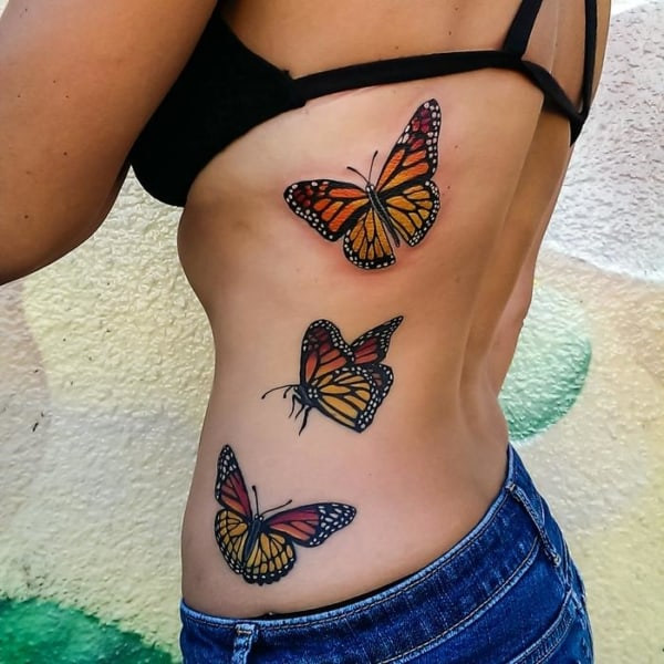 tatuagens de borboletas na cintura