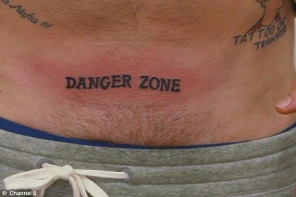 tatuagem escrita masculina