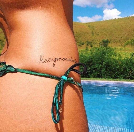 tatuagem reciprocidade na cintura