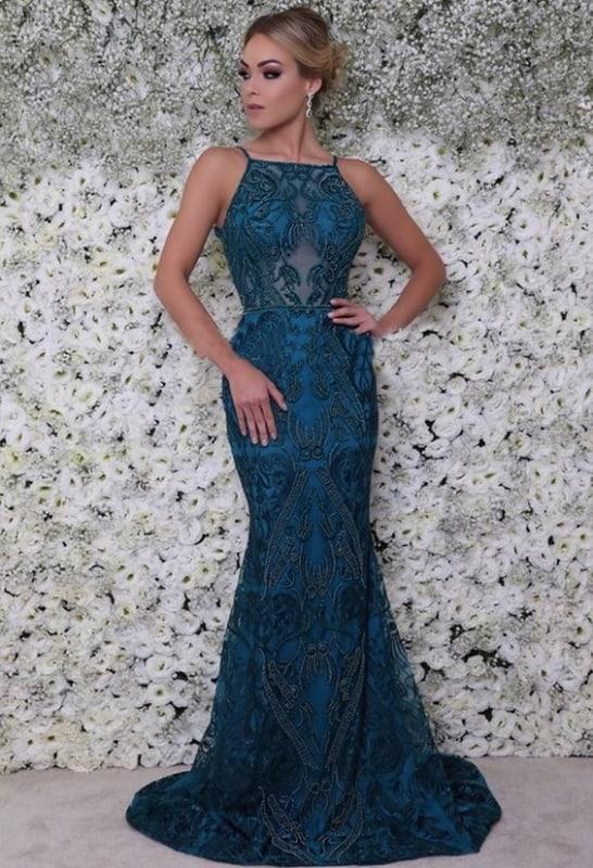 vestido de madrinha azul petróleo com bodados
