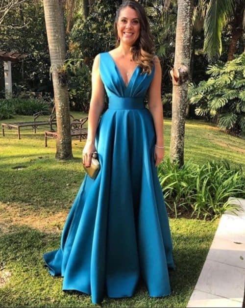 madrinha com vestido longo azul petróleo
