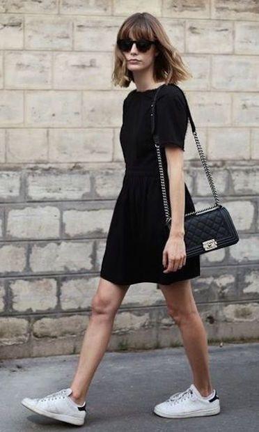 look minimalista com vestido preto