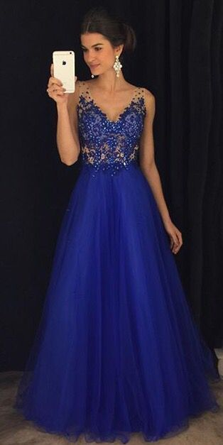 vestido de madrinha azul royal com saia de tule e bordado