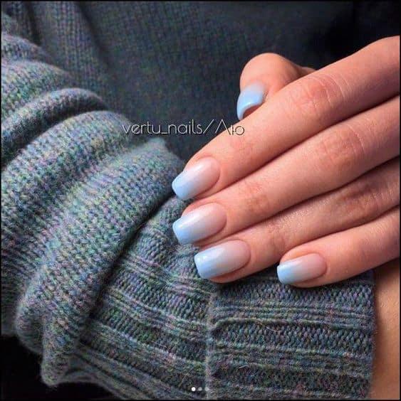 unha com nail art ombré azul